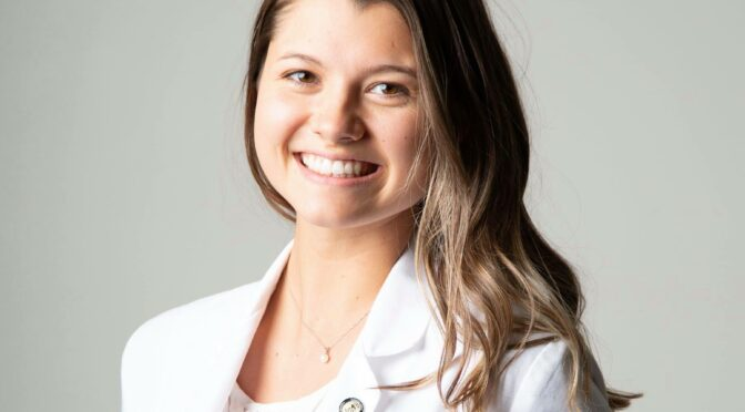 Isabelle Tharp receives competitive pharmacy foundation scholarship